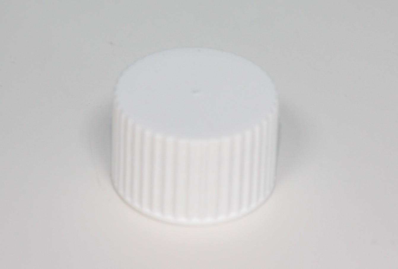 28mm 410 RIBBED CAP WADDED WHITE
